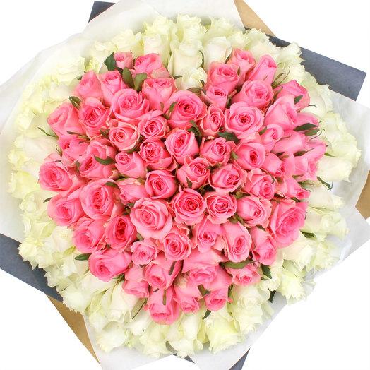 """Букет из 101 розовой и белой розы """"Сердце"""": букеты цветов на заказ Flowwow"""