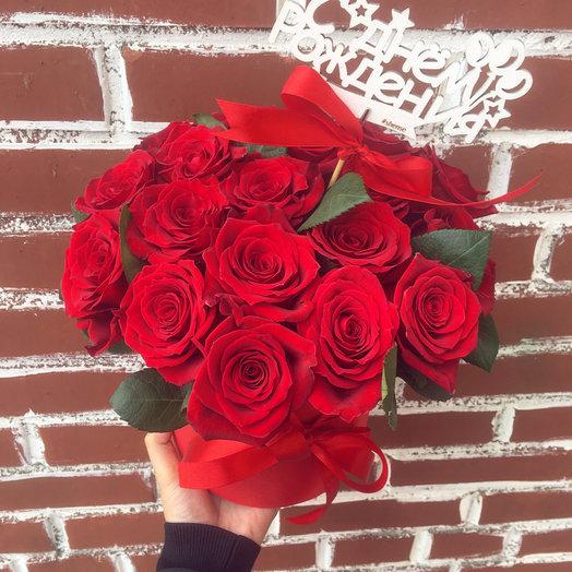 Коробочка красных роз: букеты цветов на заказ Flowwow