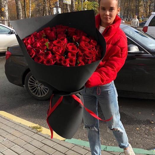 55 красных роз в чёрной бумаге: букеты цветов на заказ Flowwow
