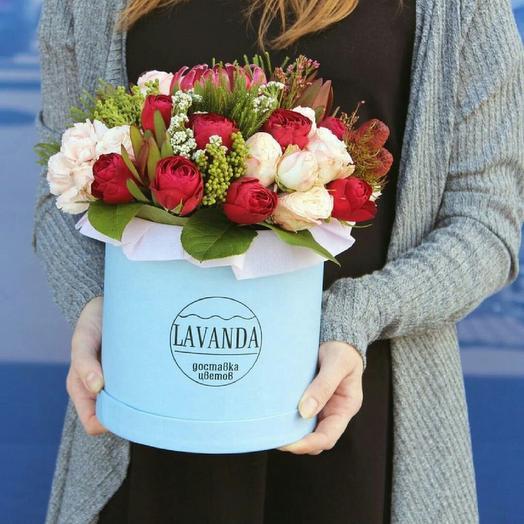 Коробка BLUE maxi яркая: букеты цветов на заказ Flowwow
