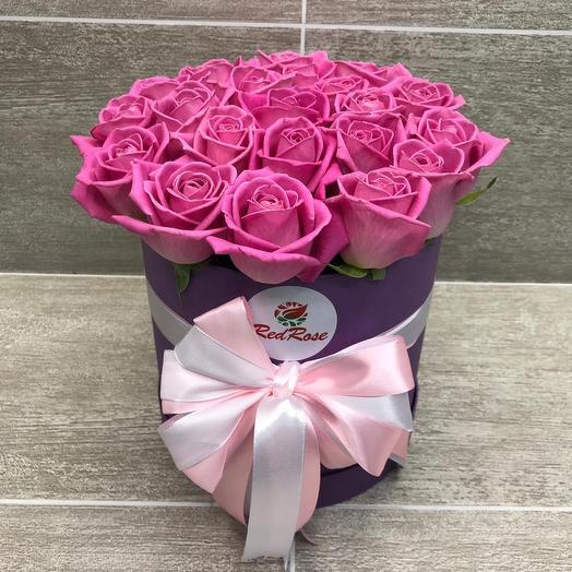 Розовые розы в шляпной коробке: букеты цветов на заказ Flowwow