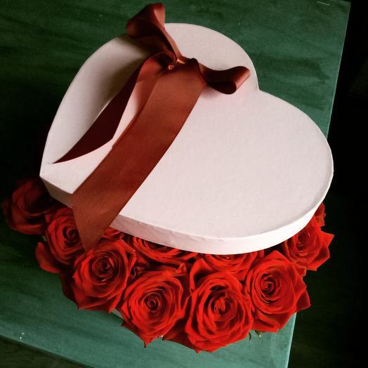 Розы в коробке в форме сердца: букеты цветов на заказ Flowwow