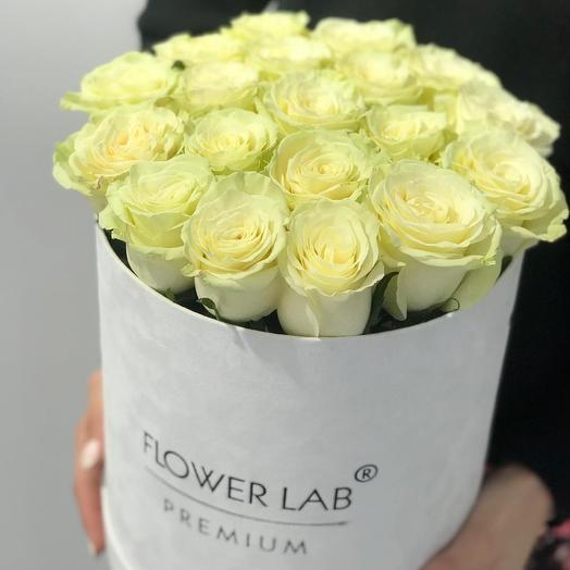 Розы в белом бархате