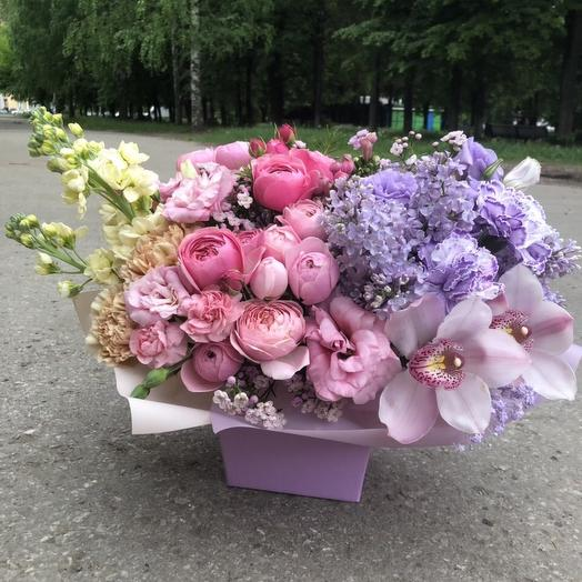 Коробка с орхидеями, сиренью, пионовидными розами