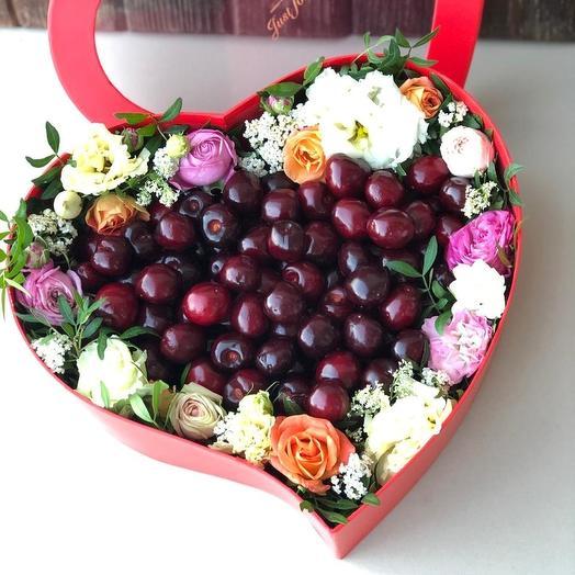 """Цветочная коробка """"Сердце черешни"""""""