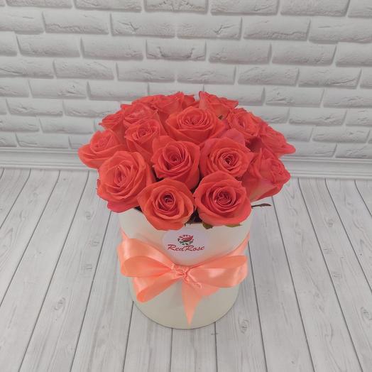 19 роз «Вау» в шляпной коробочке