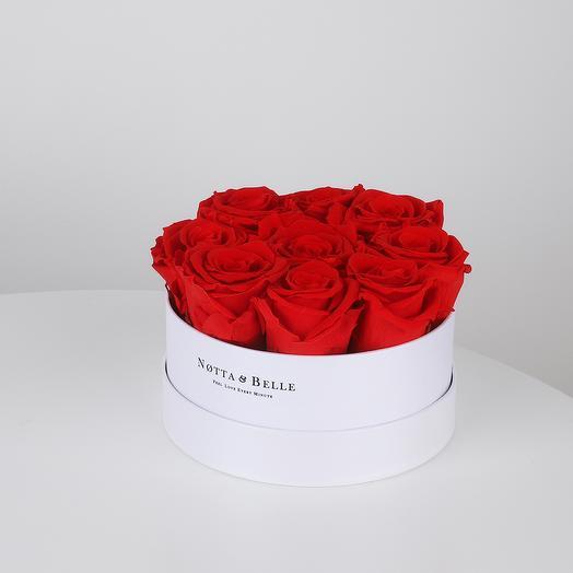 Долговечный букет из 9 роз в круглой коробке (красный): букеты цветов на заказ Flowwow
