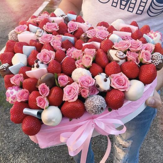 Коробочку клубники: букеты цветов на заказ Flowwow