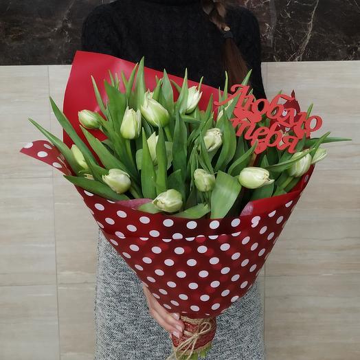 """19 пионовидных тюльпанов с топпером """"Люблю тебя"""": букеты цветов на заказ Flowwow"""