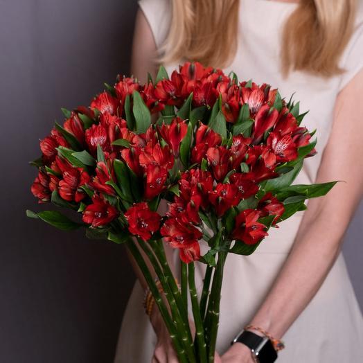 Красное счастье: букеты цветов на заказ Flowwow