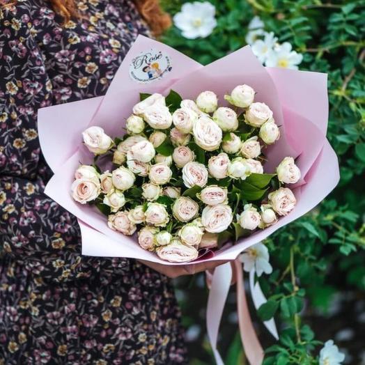 Букет из светло-розовых кустовых пионовидных роз