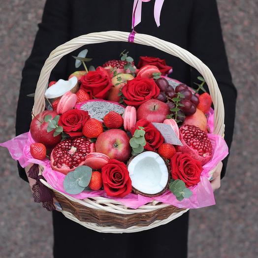 Корзина с цветами и фруктами Страсть