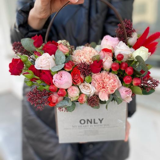 Цветы в коробке «Яркого дня»