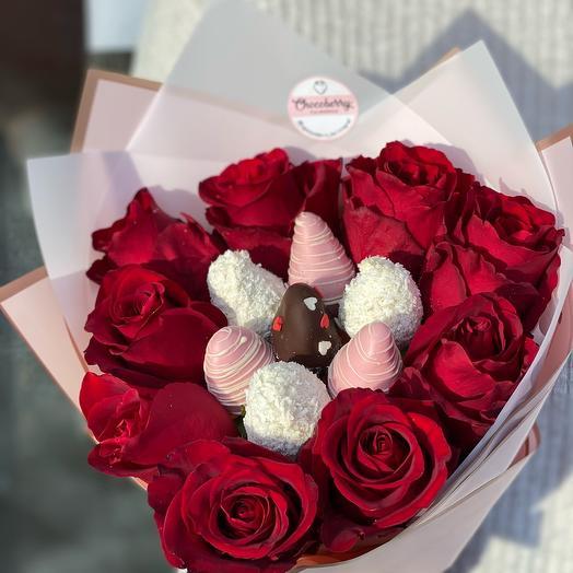 Букет из роз и клубники в бельгийском шоколаде