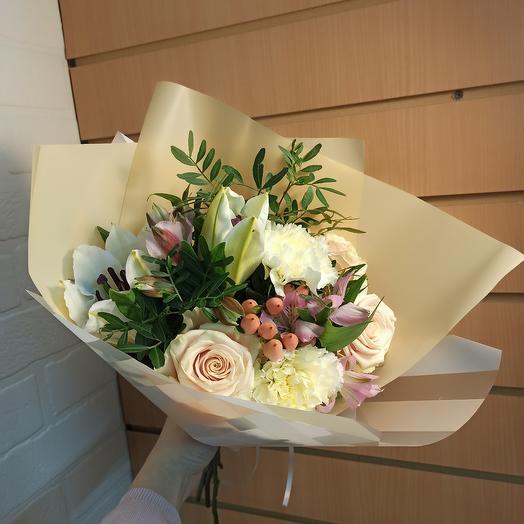 Ароматный букет с ассорти цветов