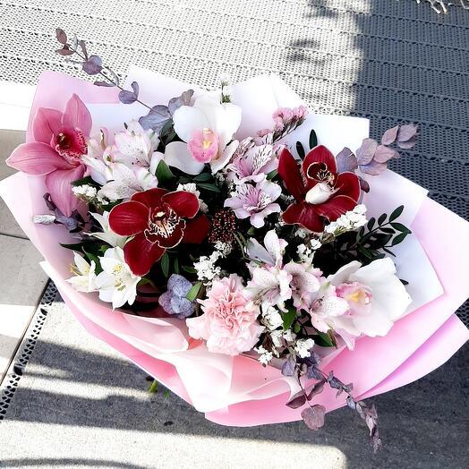 """Букет с орхидеями """"Весеннее настроение """""""