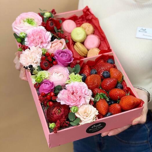 Цветочно десертный ящик