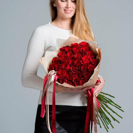 Великолепие роз. Букет из 31 красной розы