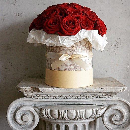 41 красная роза в дизайнерской коробке (S2295)
