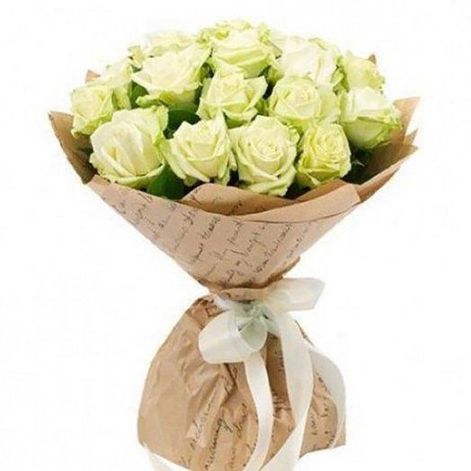 Букет 25 белых роз в крафт бумаге : букеты цветов на заказ Flowwow