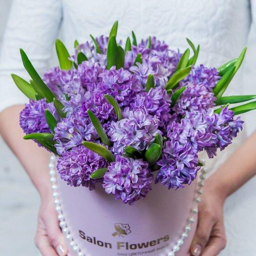 Сиреневый сад в шляпной коробке: букеты цветов на заказ Flowwow