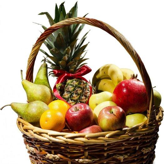 Фруктовая корзина с бананами: букеты цветов на заказ Flowwow
