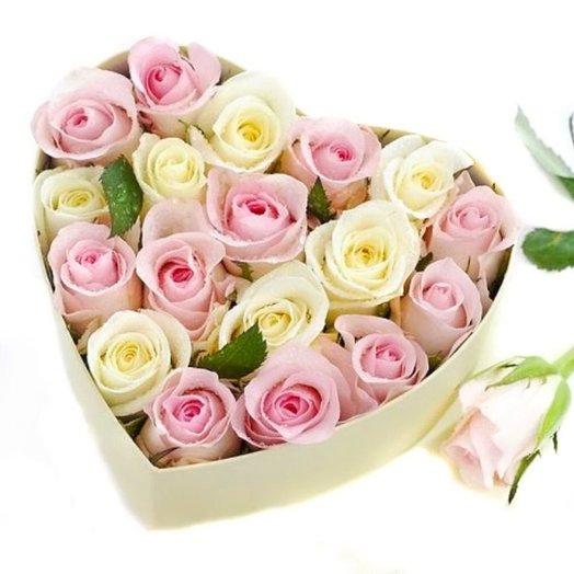 Розы в коробочке формы сердца: букеты цветов на заказ Flowwow
