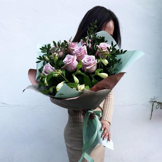 Букет с пудровыми розами и альстромерией: букеты цветов на заказ Flowwow