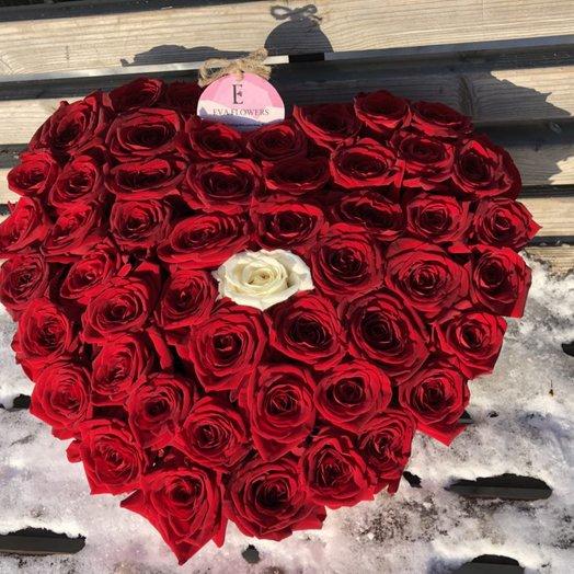 Сердце из 51 розы для нее