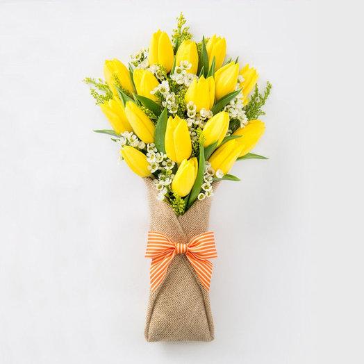 15 тюльпанов с шамелациум: букеты цветов на заказ Flowwow