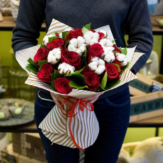 """Букет из роз """"Красные розы и хлопок"""": букеты цветов на заказ Flowwow"""