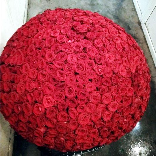 701 красная роза в корзине