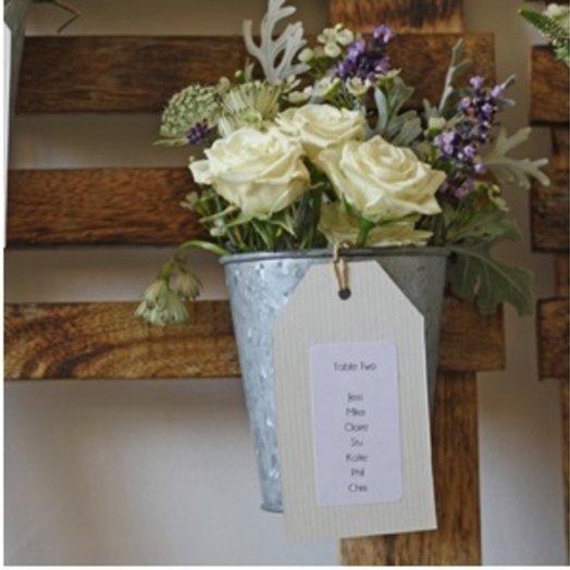 Ведерко роз, букет с водой: букеты цветов на заказ Flowwow
