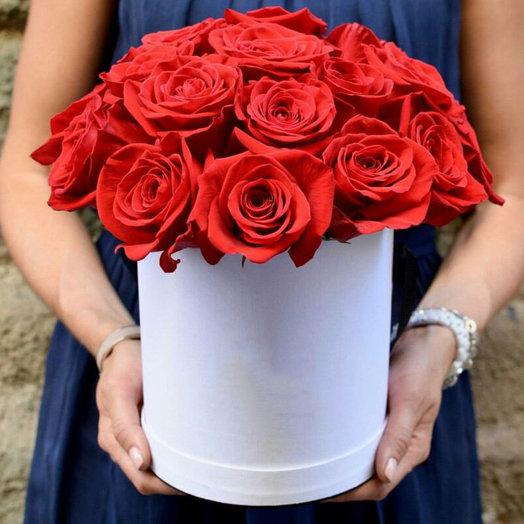 Шляпная коробка 25 красных роз