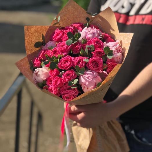 Букет микс из пионов и кустовых роз с эвкалиптом Z34: букеты цветов на заказ Flowwow