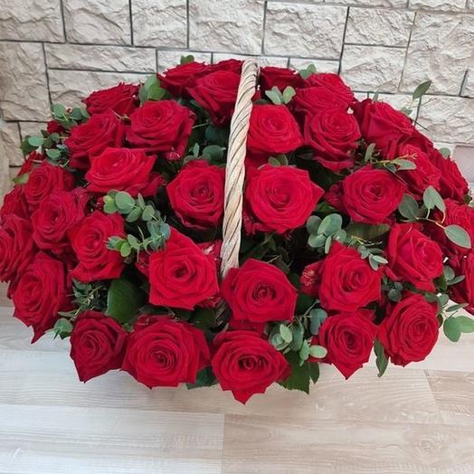 Корзина 51 красная роза: букеты цветов на заказ Flowwow