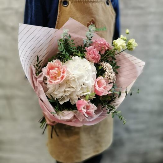 Букет с гортензией и тюльпанами: букеты цветов на заказ Flowwow