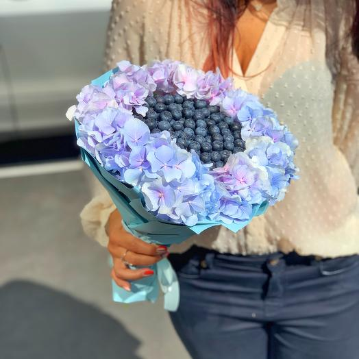 Букет с голубикой и гортензией: букеты цветов на заказ Flowwow