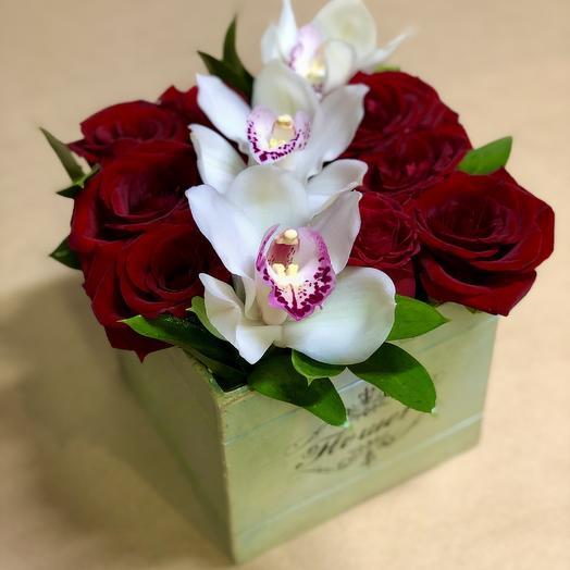 Розы с Орхидеями в Ящике: букеты цветов на заказ Flowwow