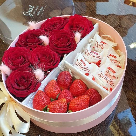 Шайба с клубникой рафаэлло: букеты цветов на заказ Flowwow