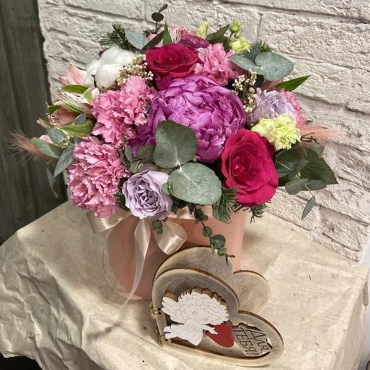 Чудесная коробка с пионом: букеты цветов на заказ Flowwow