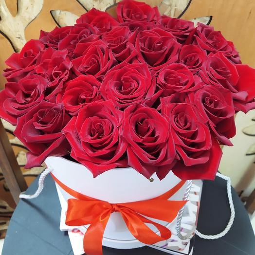"""Розы в коробке """"Алый рассвет"""""""