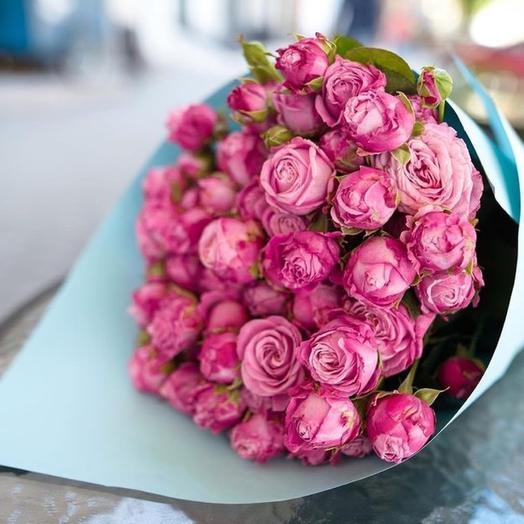Нежный букет кустовых роз