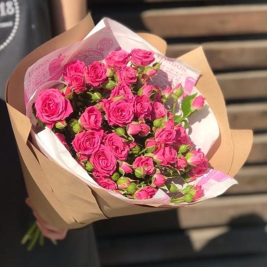 Комплимент из ярко розовой кустовой розы
