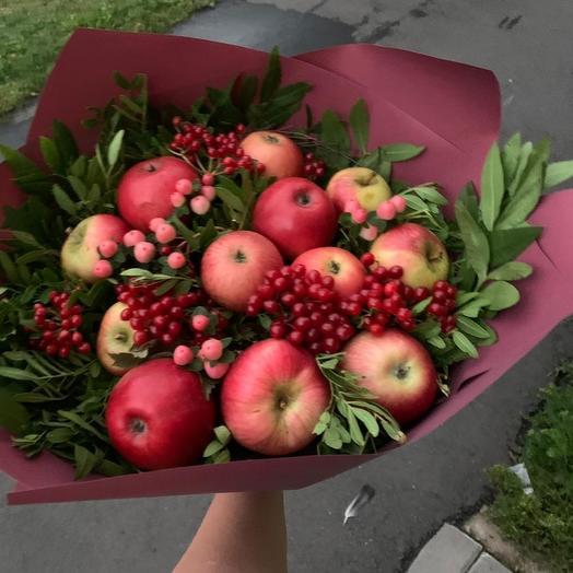 Букет красных яблок