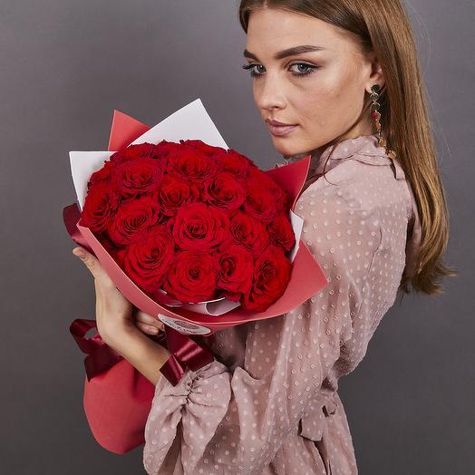 17 красных роз премиум