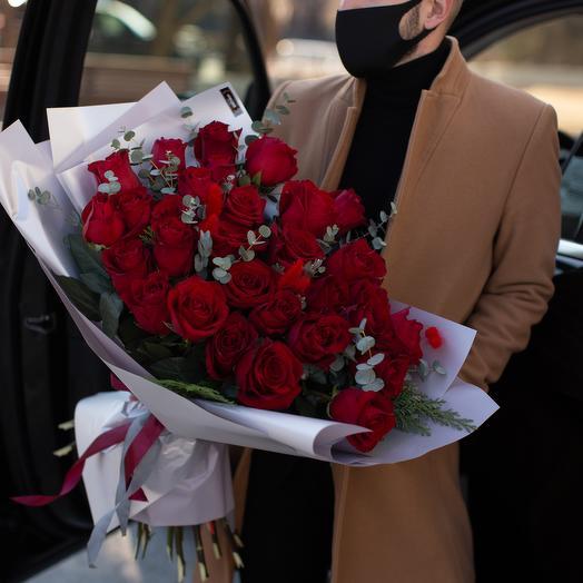 Шикарный букет из красных роз