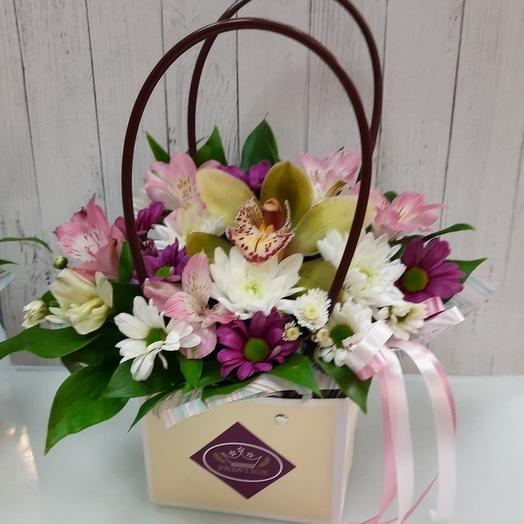 Цветы в коробке-сумочке