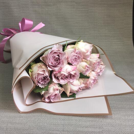 11 кенийских роз в упаковке