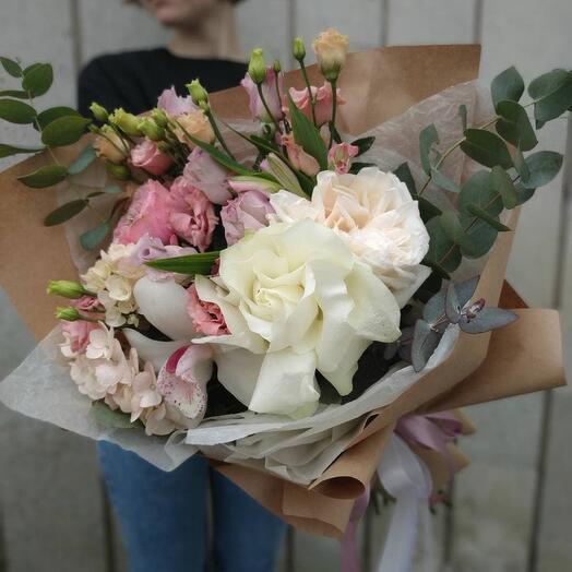Букет с розами и архидеями
